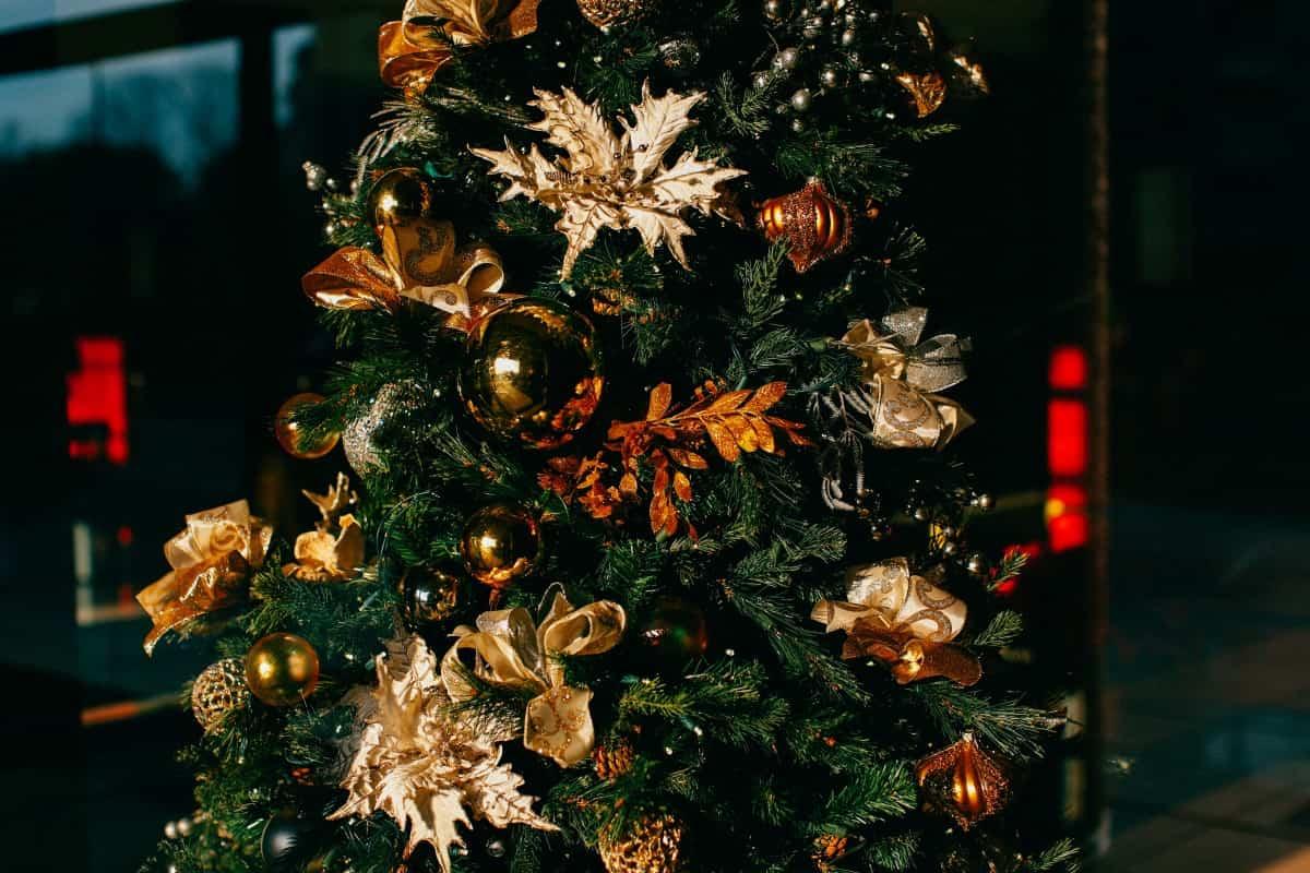 Ideas y tendencias a la hora de decorar el árbol de Navidad 13