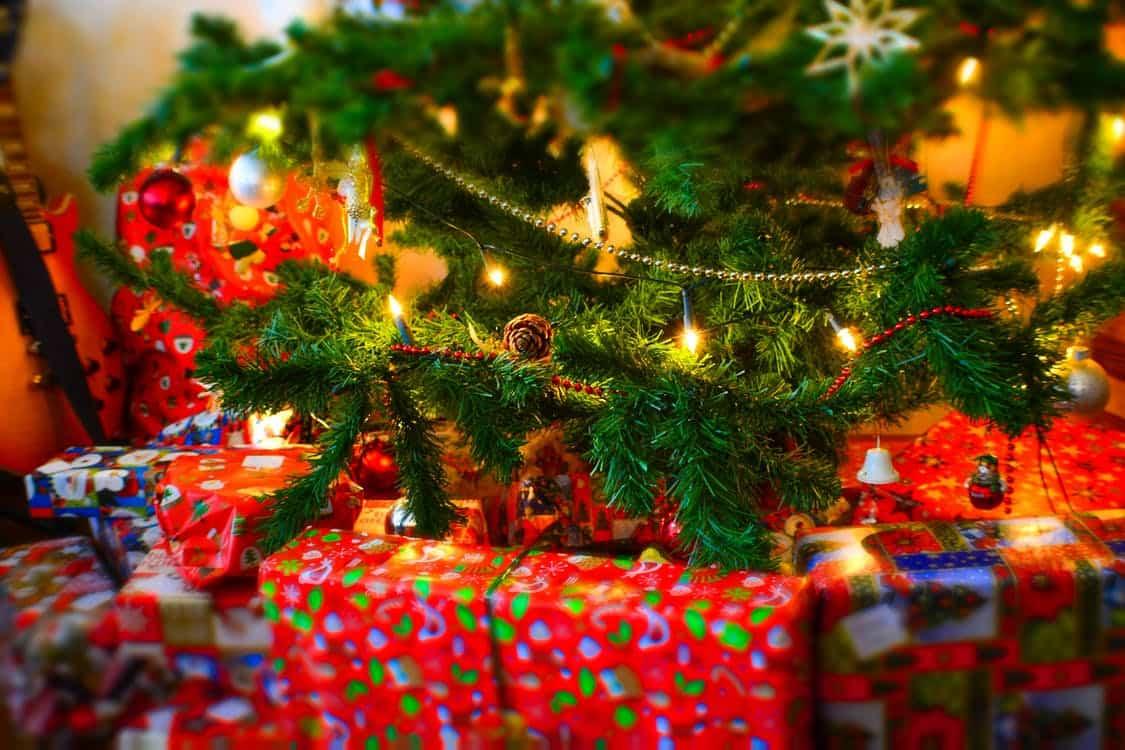 Ideas y tendencias a la hora de decorar el árbol de Navidad 14