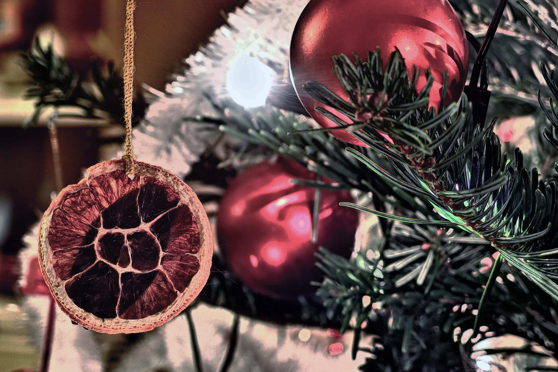 Ideas y tendencias a la hora de decorar el árbol de Navidad 7