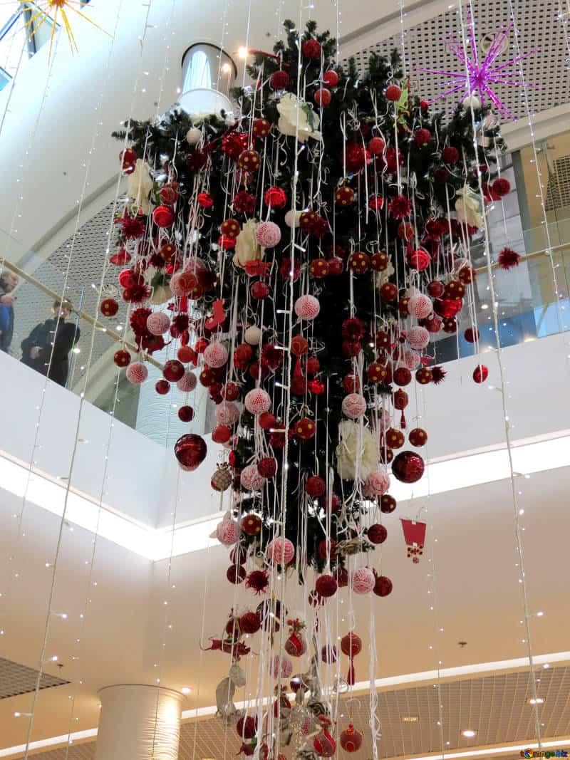Ideas y tendencias a la hora de decorar el árbol de Navidad 11