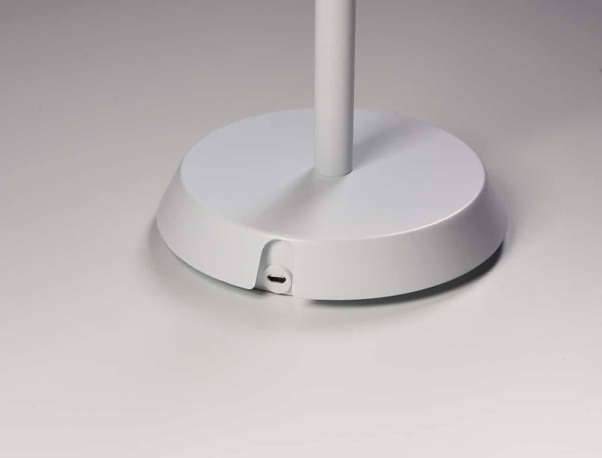 Pujol Iluminación nos presenta su lámpara portátil Batería 9