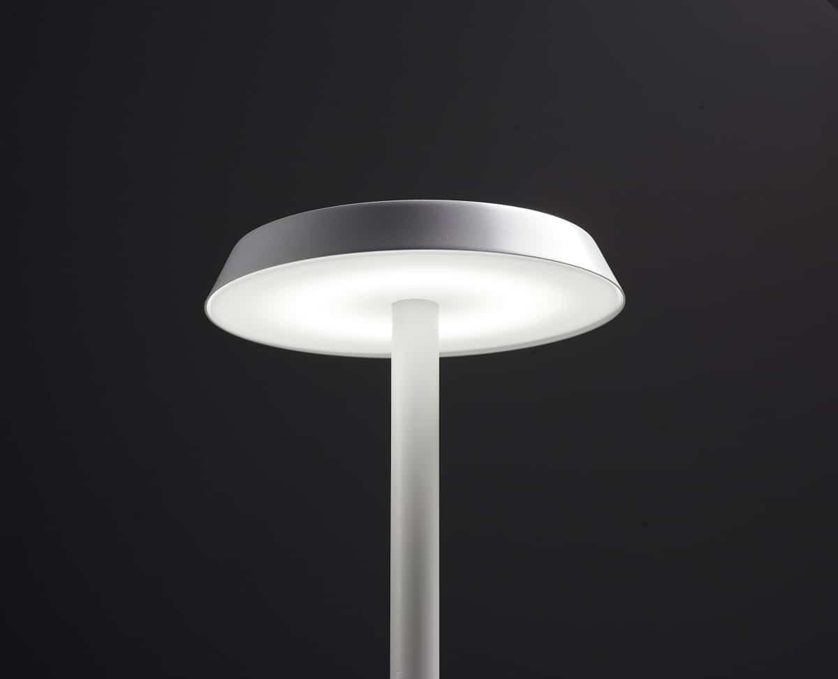 Pujol Iluminación nos presenta su lámpara portátil Batería 8