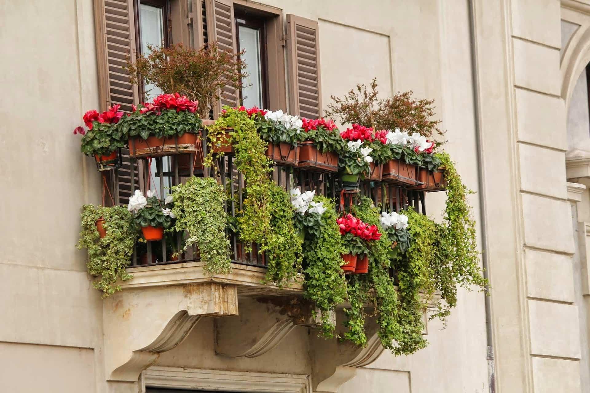 cómo decorar un balcon pequeno