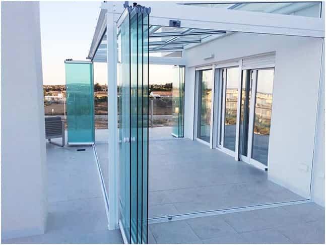 Lo último en diseño: ¿Por qué instalar cortinas de cristal en tu porche o terraza? 3